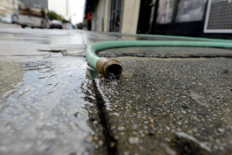 After 15 die in hepatitis outbreak, San Diego begins sanitary street washing