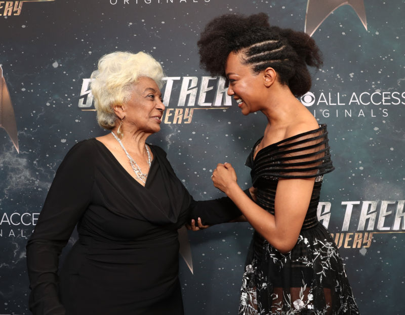 Nichelle Nichols and Sonequa Martin-Green meet at the Star Trek Discovery premiere.