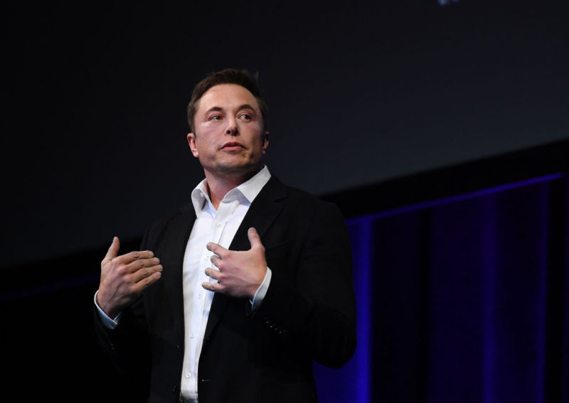 "Musk: New Tesla summon feature will ""follow you like a pet"" 