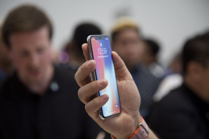 Sen. Franken quizzes Apple over Face ID: how secure is it?