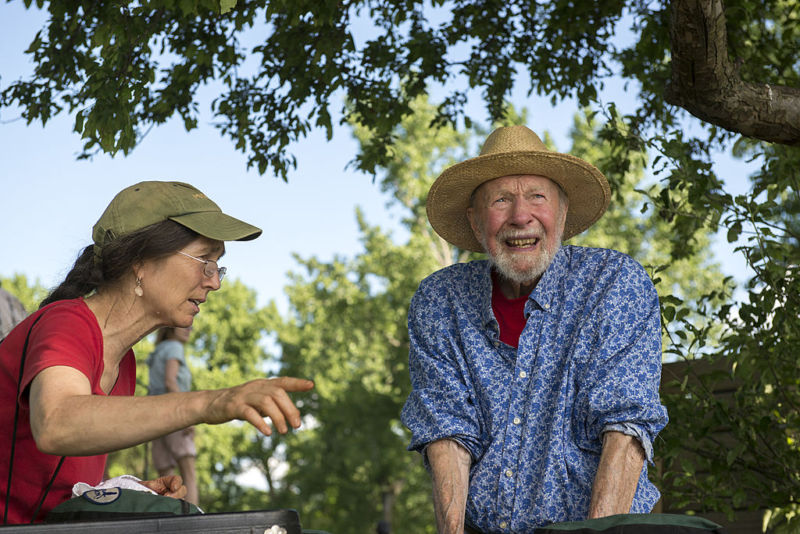 Pete Seeger and his daughter Tinya at a festival in Beacon, New York, in 2013.
