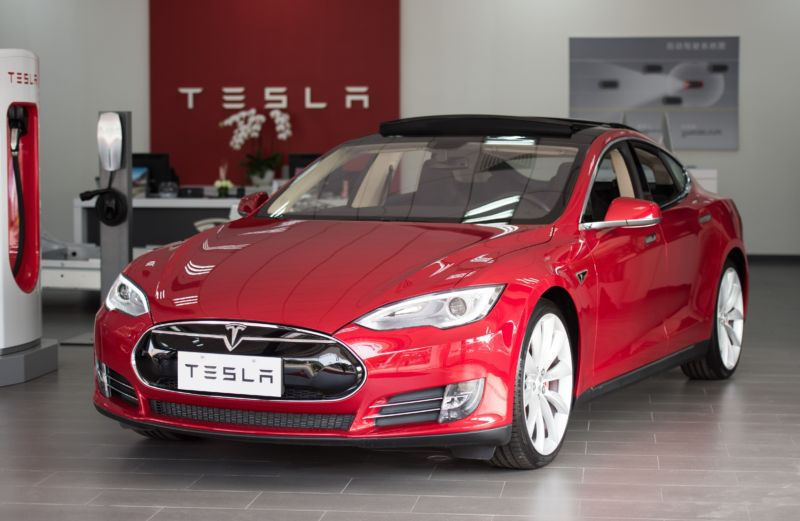 Thanks Autopilot: Cops stop Tesla whose driver appears asleep and drunk