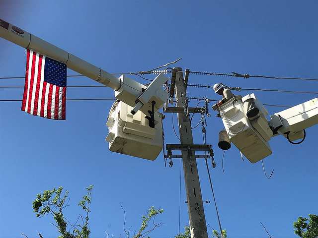 US Army's 249th Power Division works on a distribution line in the northeast part of Puerto Rico, Oct. 30. (Photo by Jeff Miller)