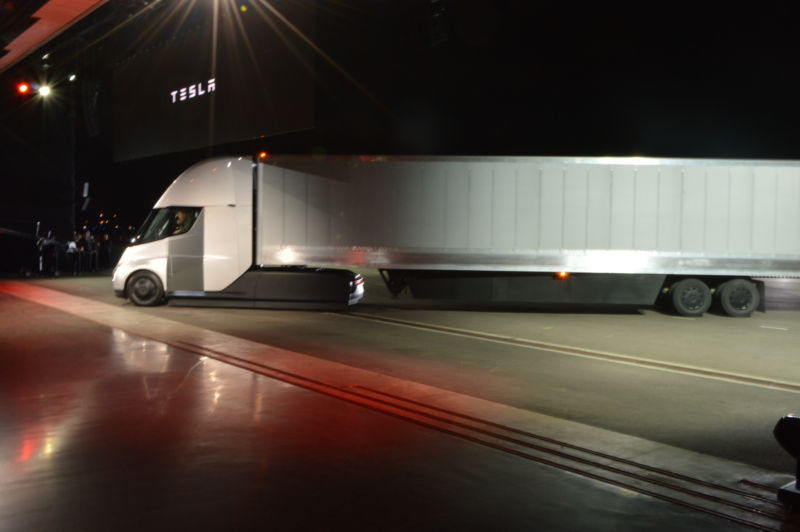 Side view of a Tesla Semi.