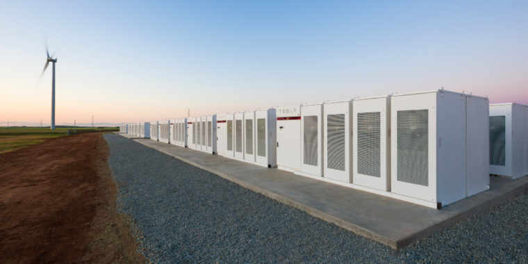 Elon Musk wins bet, finishing massive battery installation in 100 days