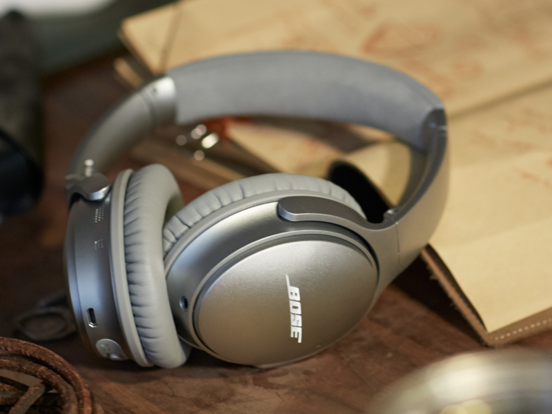 Bose's QuietComfort 35 would likely be in the crosshairs of Apple's reportedly high-end noise-cancelling headphones.
