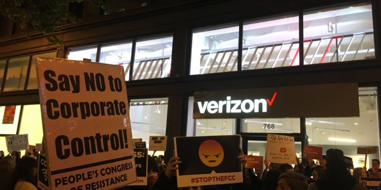 """""""Face reality! We need net neutrality!"""" Crowds chant across the country"""