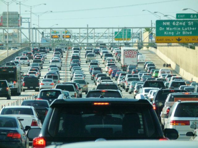 Miami_traffic_jam_I-95_North_rush_hour-6