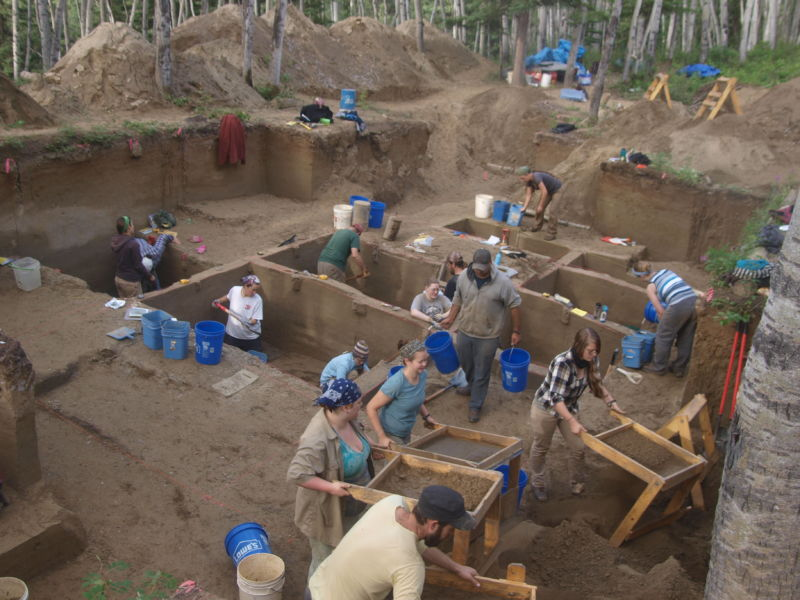 Excavations at the Upward Sun River site.