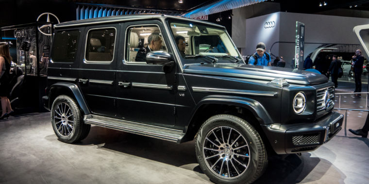 the new 2019 g class mercedes benz reinvents the dinosaur f3news. Black Bedroom Furniture Sets. Home Design Ideas