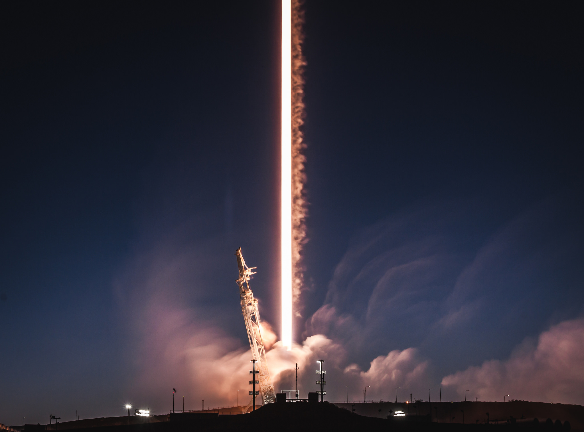 Watch live: SpaceX to launch 10 satellites, attempt a ...