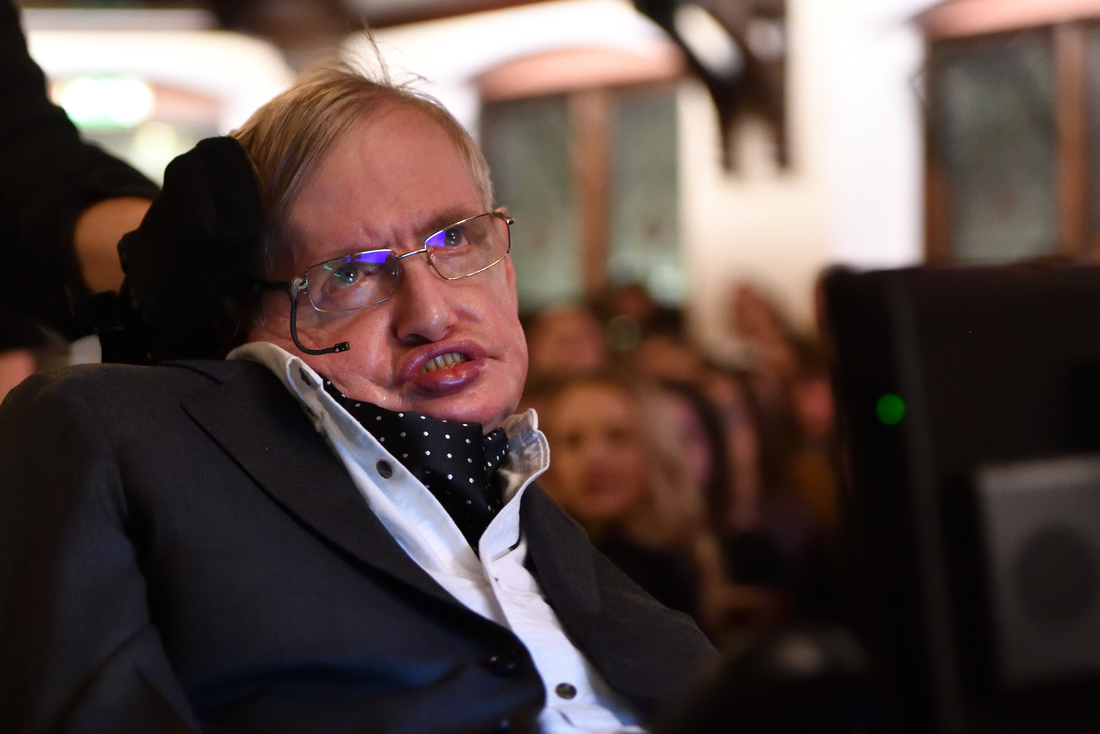 Stephen Hawking announced when humanity would die out 11/16/2016 43