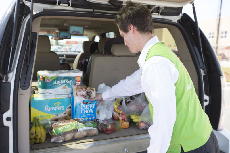 In latest Amazon jab, Walmart to expand grocery delivery to more than 100 cities