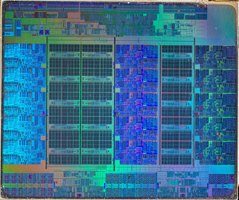 Intel Ivy Bridge Xeon E7 v2 die shot.