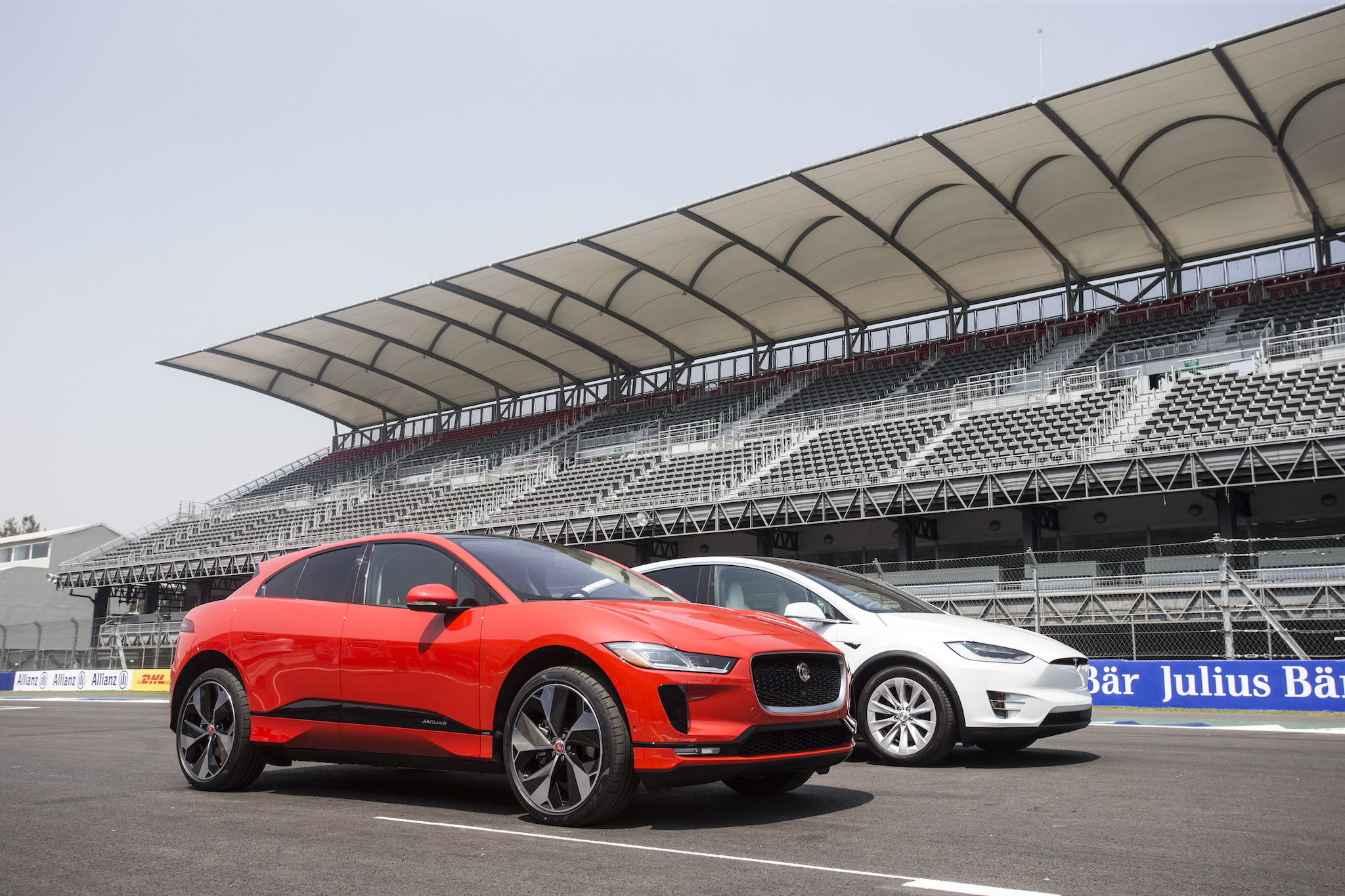 Electric cat: Jaguar stalks Tesla with $70,000 I-Pace SUV | Ars Technica