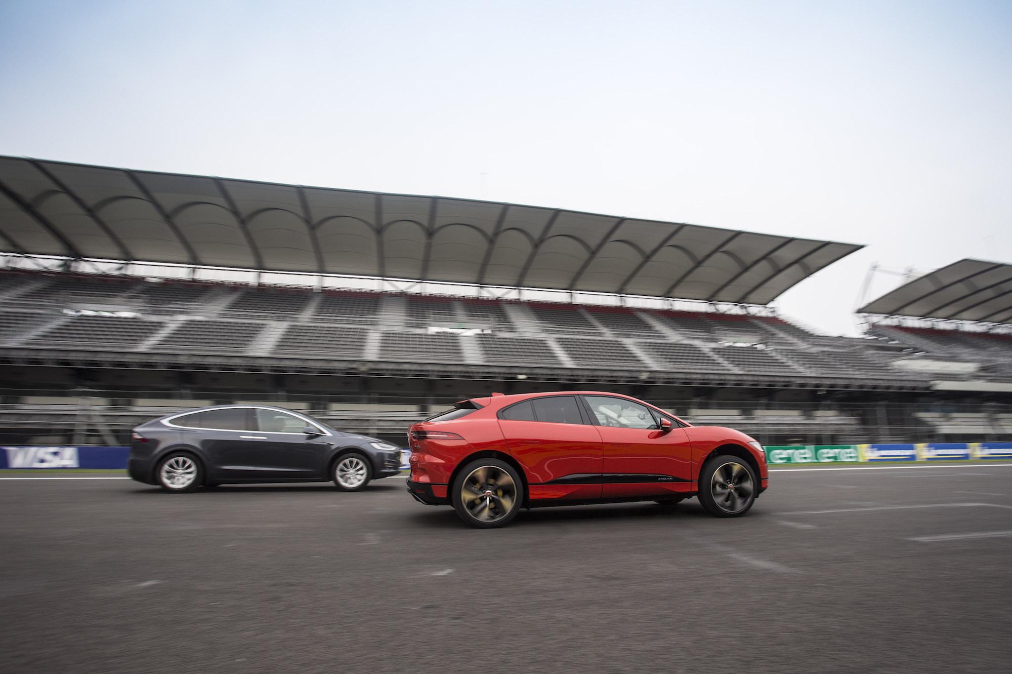 ev show los pace race angeles jaguarforums img electrified la auto com road hybrid a articles and attend jaguar i jaguars l dealership