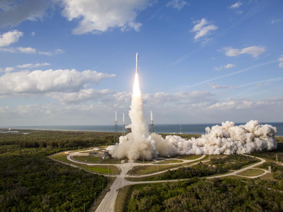 liftoff-atlas-v-goes-s_40522764882_o-980
