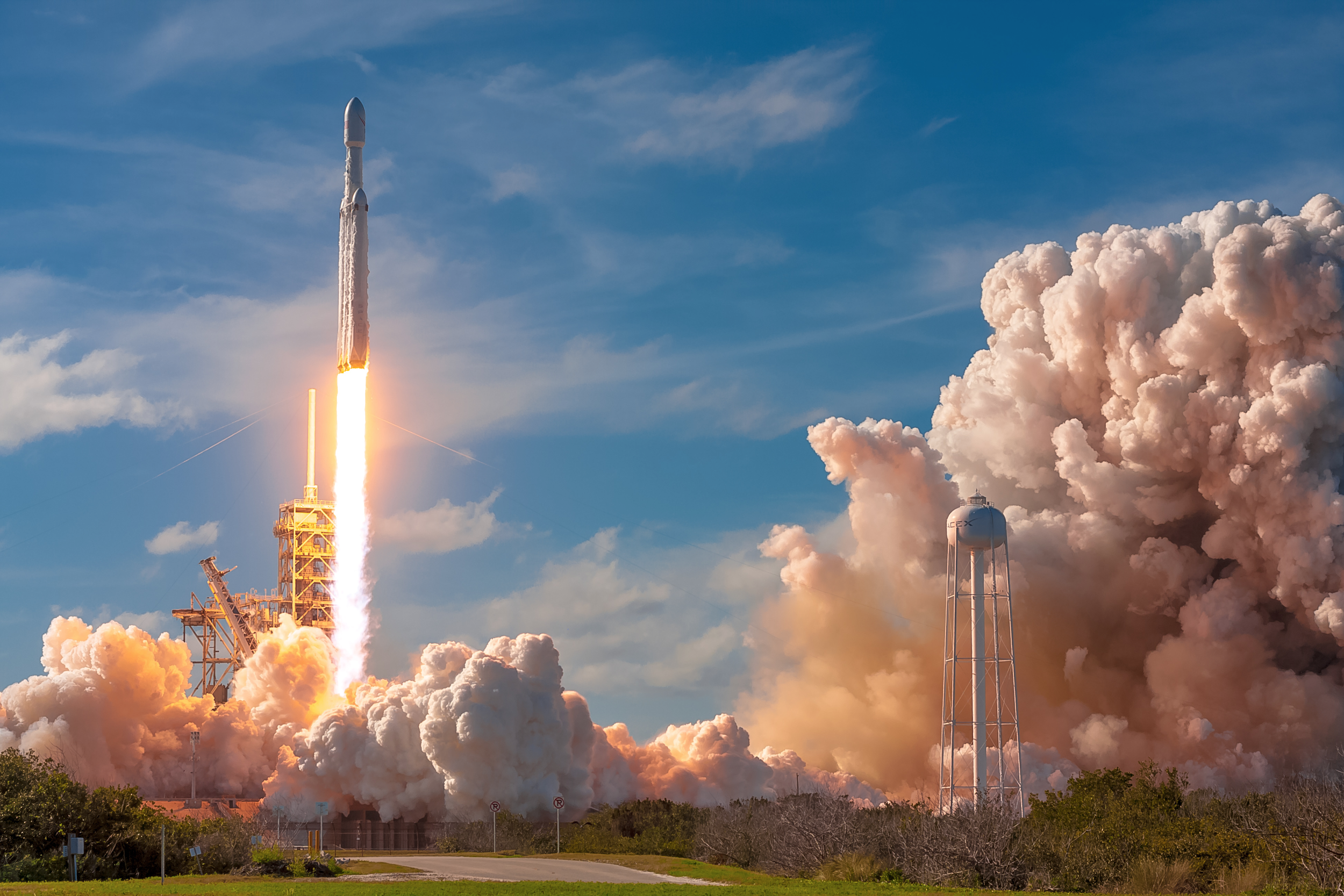 Behind The Lens At Spacex S Historic Falcon Heavy Launch