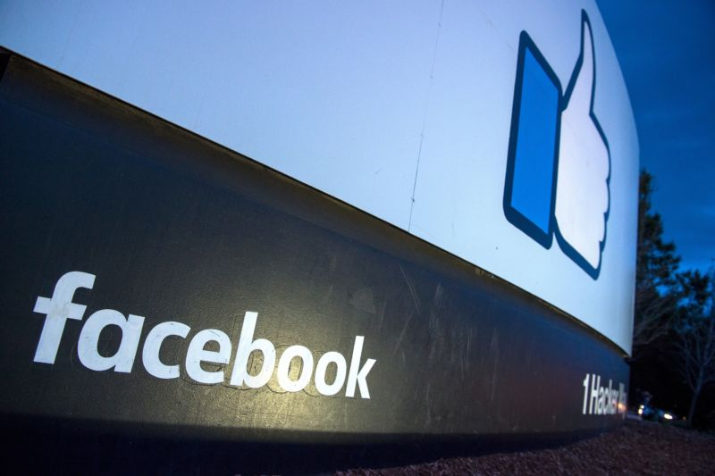 Facebook bug set 14M user sharing settings to public