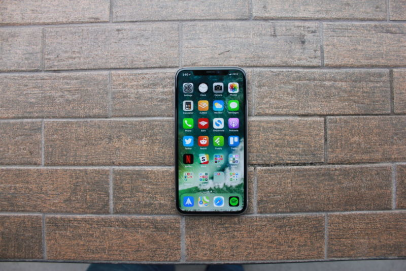 Apple is trying to lose dependence from Samsung OLED screens
