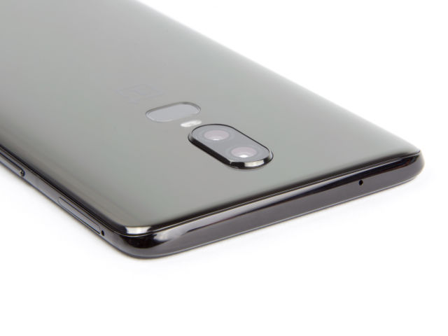 OnePlus 6 Review—A series of downgrades is saved by the low