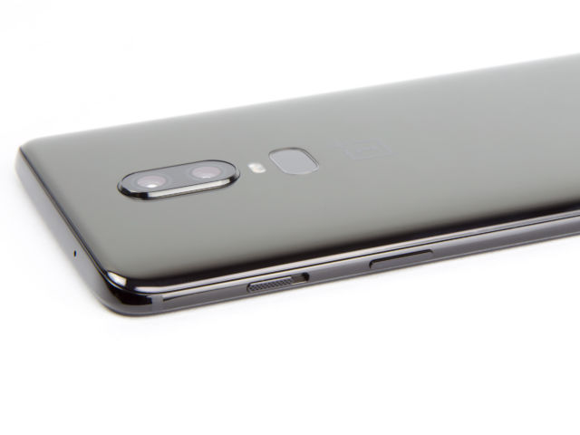 OnePlus 6 Review—A series of downgrades is saved by the low price