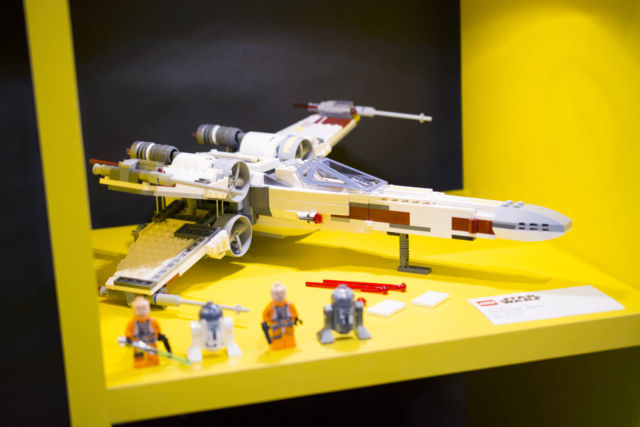 Peek at LEGO's upcoming sets: Star Wars crafts, Hogwarts