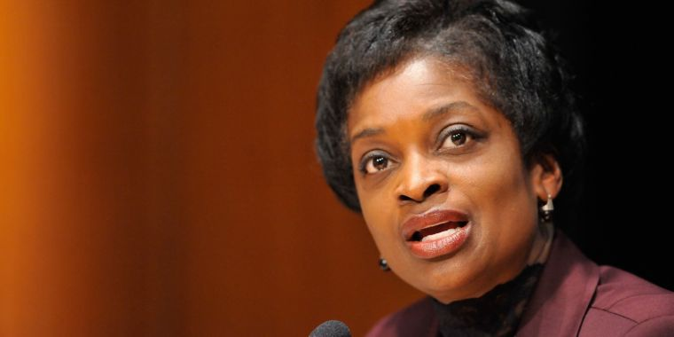 FCC is Hurting Consumers to Help Corporations, Mignon Clyburn Says on Exit