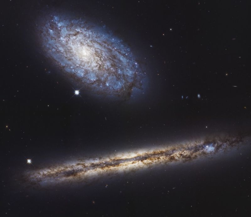 Image of two galaxies.