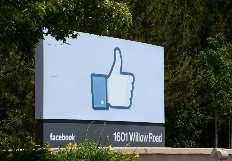Facebook's slide costs Zuckerberg $17bn