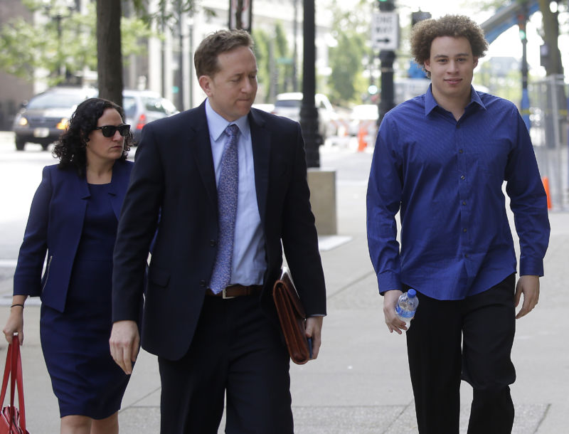 Marcus Hutchins (R), the British cyber security expert accused of creating and selling malware that steals banking passwords, arrives with his lawyers Marcia Hofmann (L) and Brian Klein (R) at US Federal Courthouse on August 14, 2017 in Milwaukee, Wisconsin.