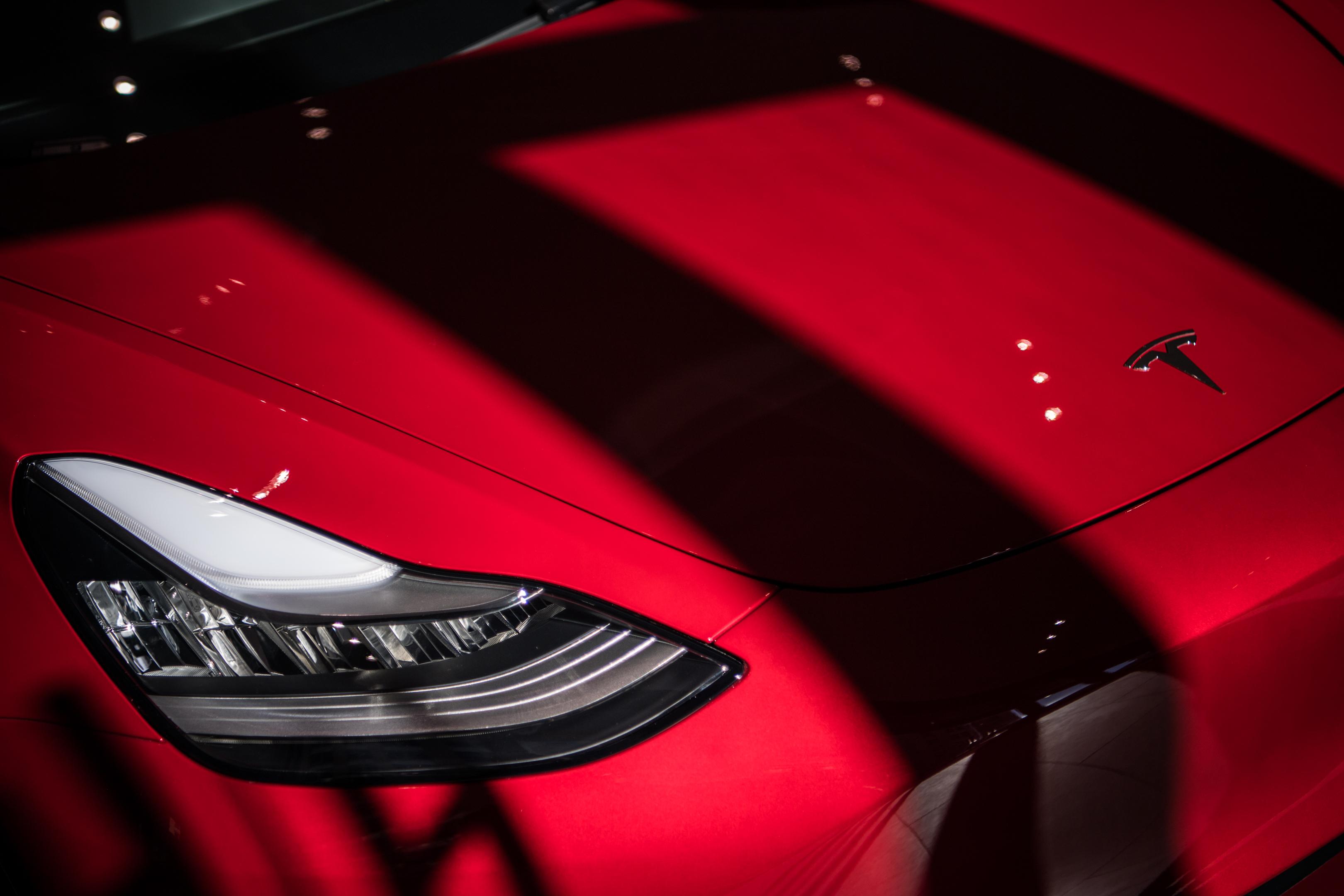 After subpoenaing Apple in trade secrets case, Tesla goes