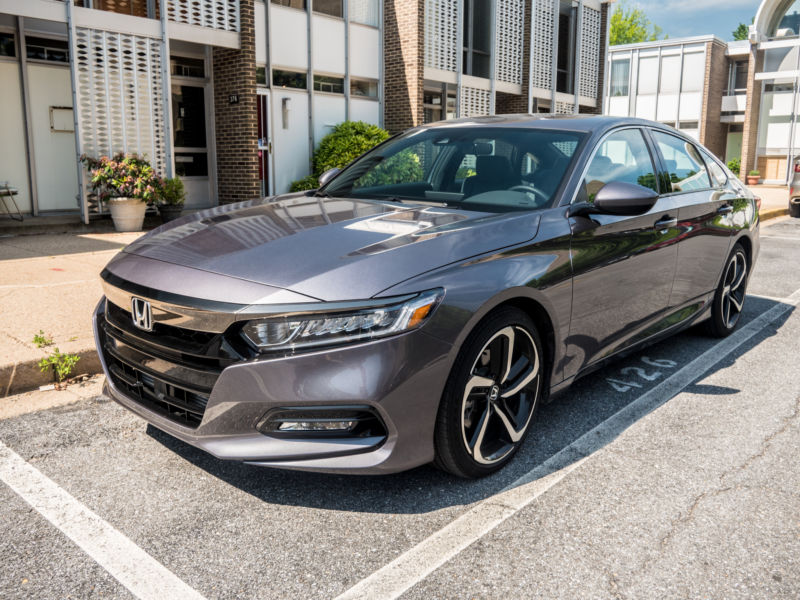2018 Honda Accord Sedan >> The 2018 Honda Accord Proves There S Still Life In The