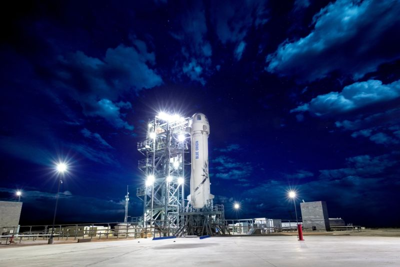 Blue Origin test flight simulates space launch emergency
