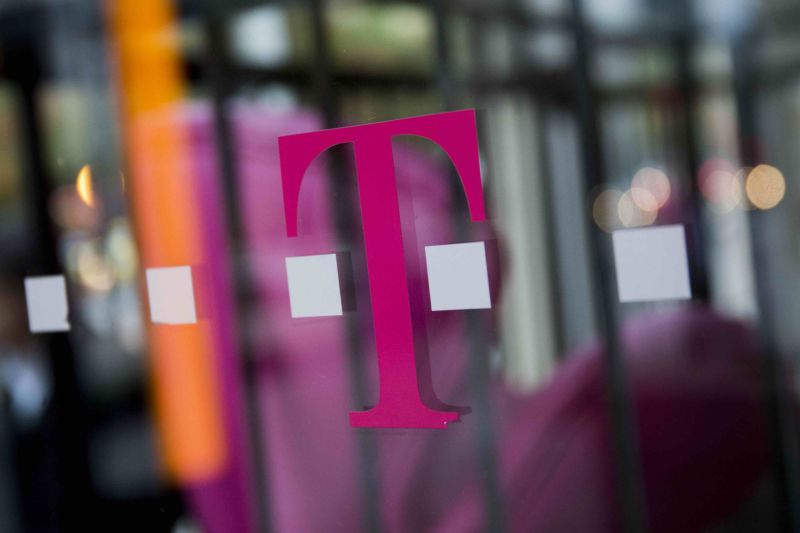 Woman sues T-Mobile after employees allegedly snoop on racy