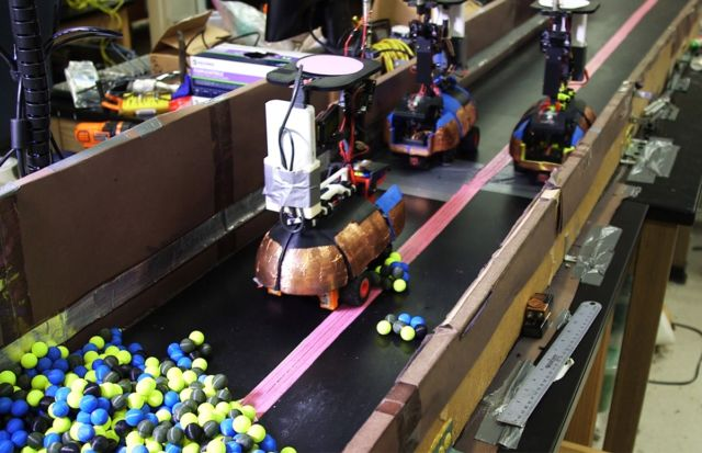 Robots make like fire ants and dig into 3D printed spheres.