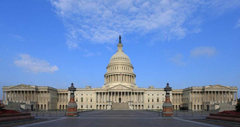 Photograph of US Capitol building.