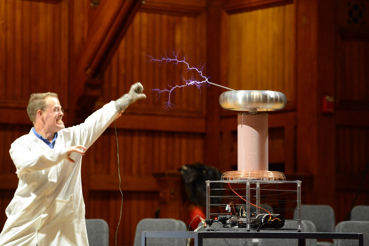 "A ""Moment of Science"" in the 2017 Ig Nobel ceremony: Daniel Davis faces a Tesla coil."