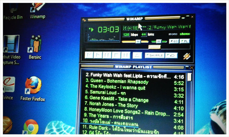 Computer monitor using Winamp.