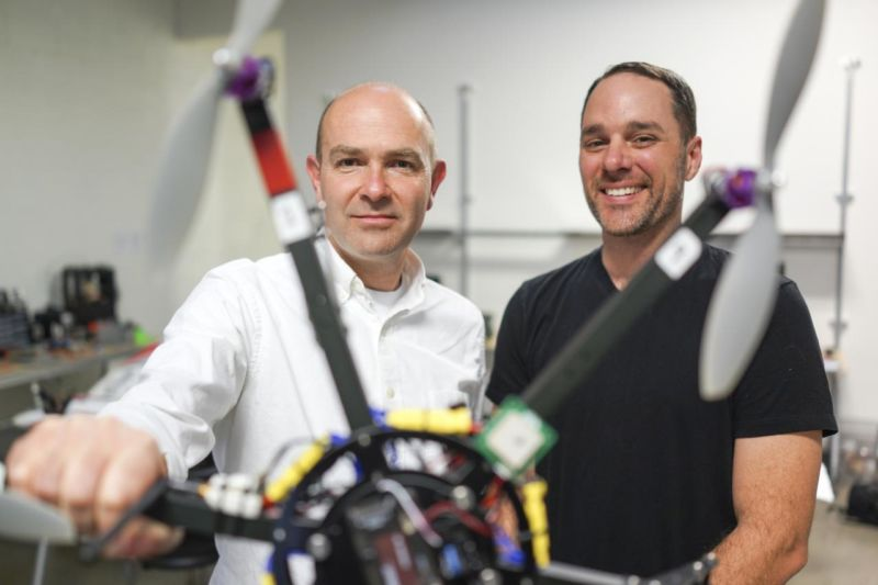 Hexbyte - Tech News - Ars Technica | Chris Anderson (left) doing drone stuff.