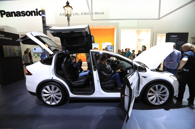 Hexbyte - Tech News - Ars Technica | A Tesla with Panasonic batteries