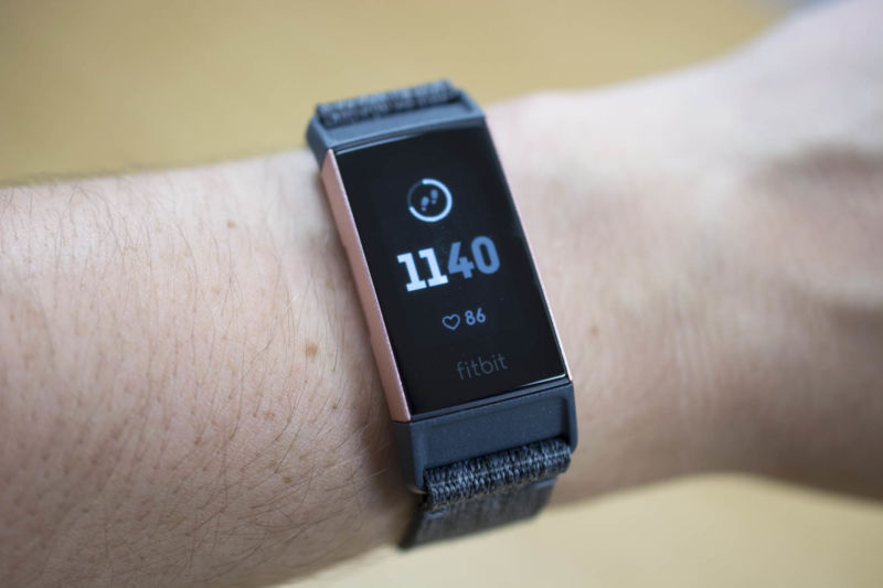 0f12d344449 Fitbit Charge 3 review: Peppering a fitness tracker with smartwatch powers