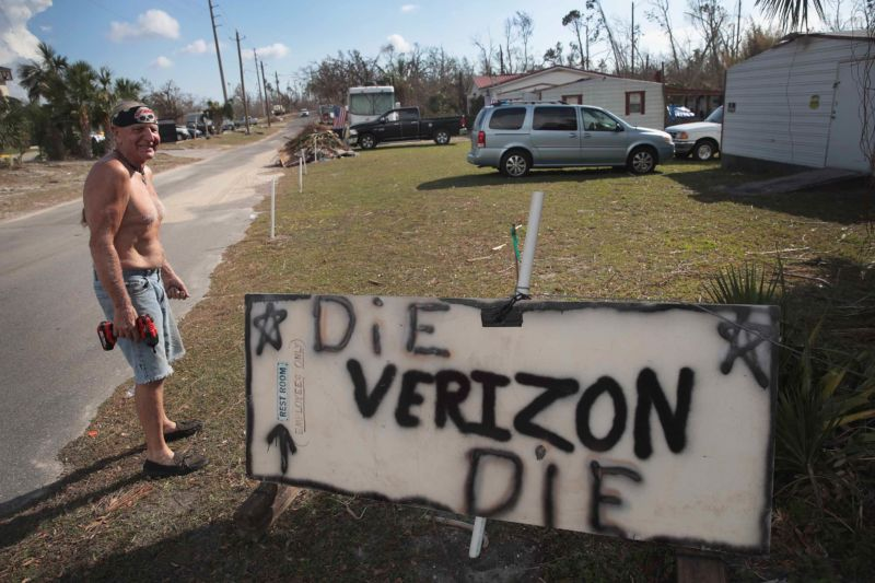 Verizon bungled hurricane response by relying on contractors, union argues
