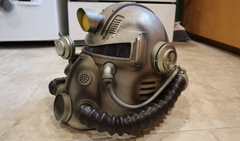 Fallout 76 special edition helmet unboxing and details