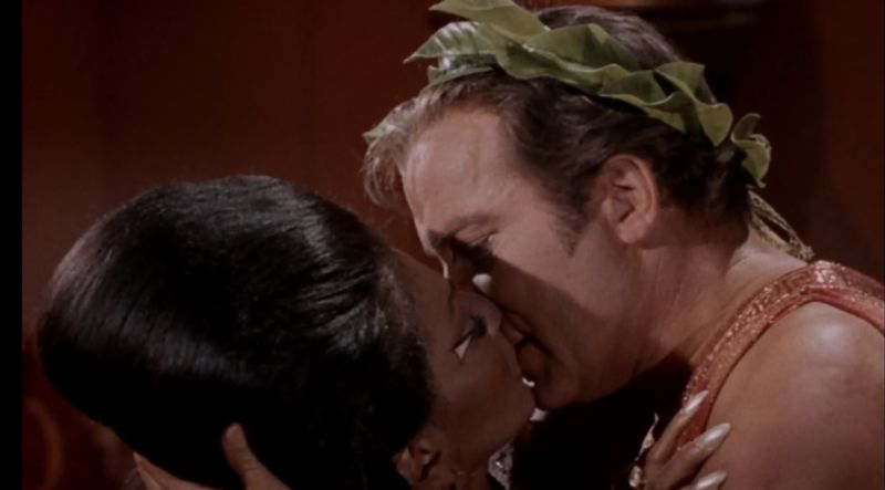 The kiss, which takes place during one of the episode's final scenes.