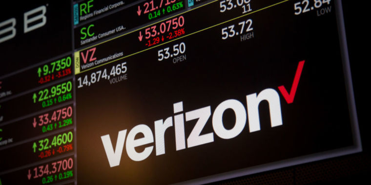 photo of Verizon sues city to avoid paying 5G fees, says the FCC has its back image