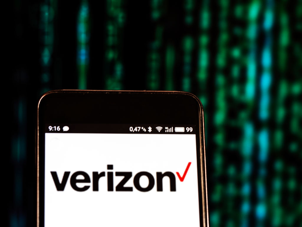 """Verizon caves, won't charge """"spam"""" fee for texts from"""