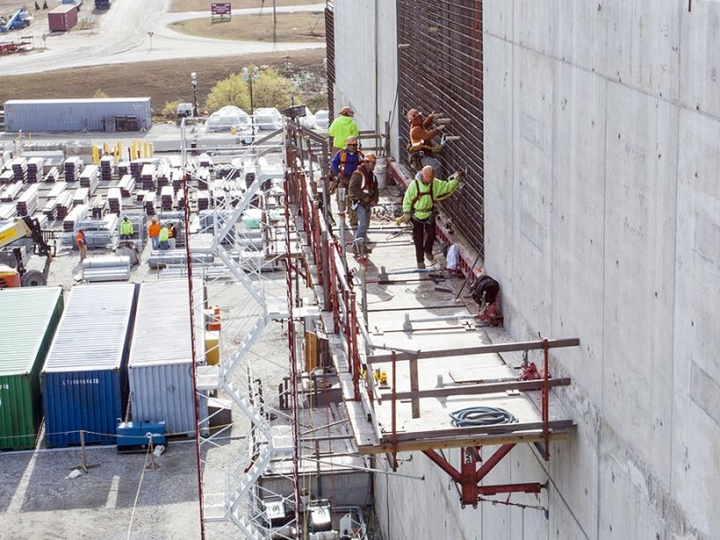 Hexbyte - Tech News - Ars Technica | Workers on scaffolding at the MOX facility.