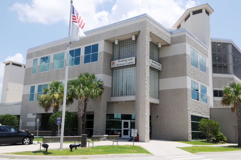 Hexbyte - Tech News - Ars Technica | Photograph of the exterior of a Florida Department of Corrections building.