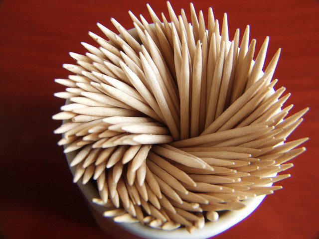 A collection of wooden toothpicks.